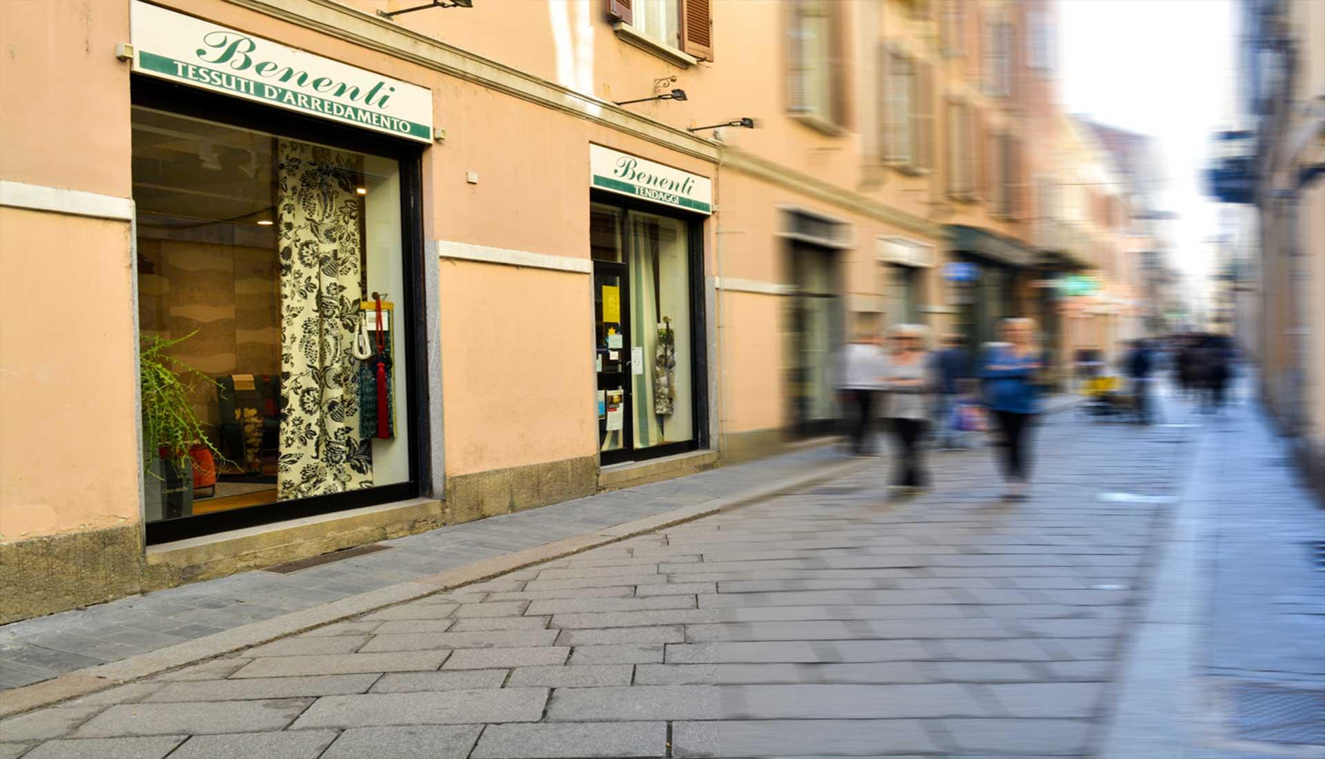Negozi d arredamento home vetrina lema with negozi d for Tessuti arredamento outlet milano